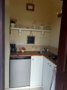 Fully equipped kitchenette with 2 induction stoves