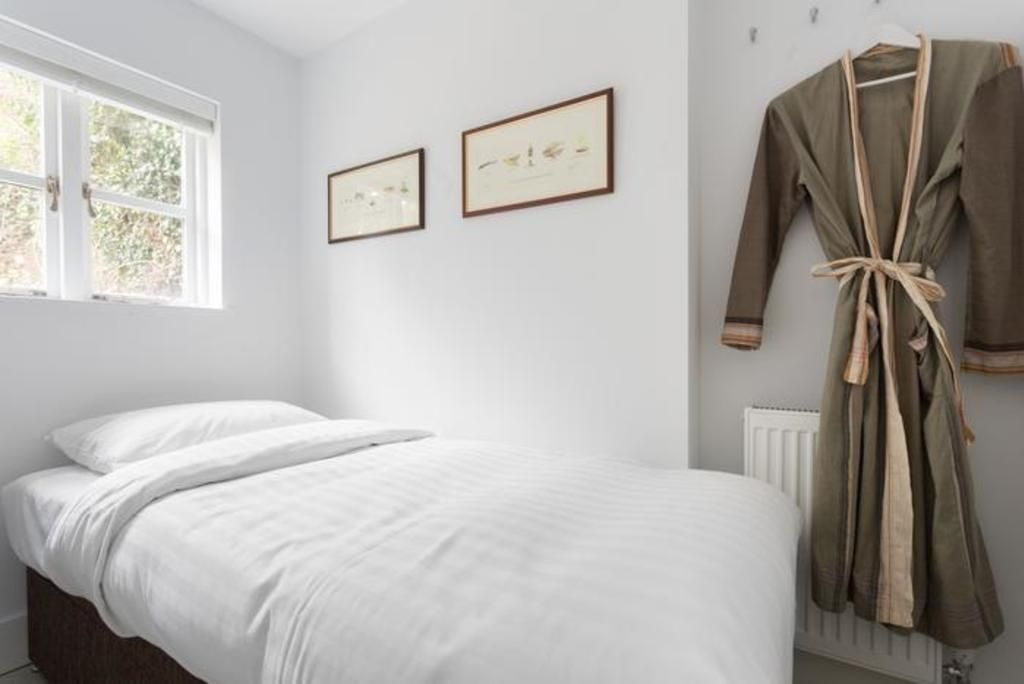 London Home 151, The Complete Guide to Renting Your Exclusive Holiday Home in London - Studio Villa, Sleeps 3