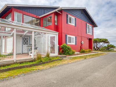 Photo for Enjoy sweeping ocean views as you cook & walk to the beach!