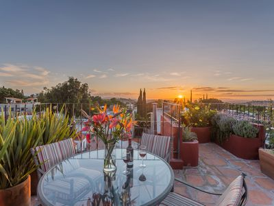 Gorgeous home, Great Location, Private Rooftop Terrace