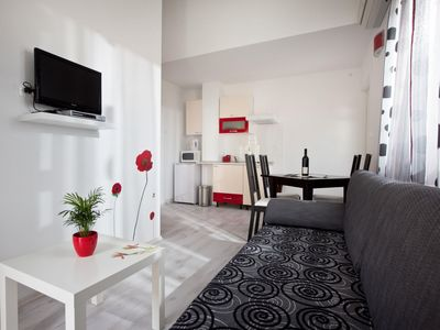 Photo for Cosy apartment for 4 guests with A/C, WIFI, TV and parking