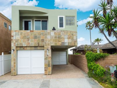 Photo for Beautiful 4 Bedroom Home Right on the Beach!