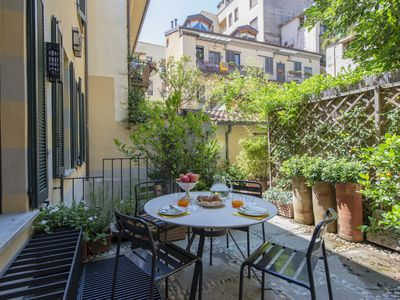 Photo for Spacious and bright apartment with garden in the center of Milan