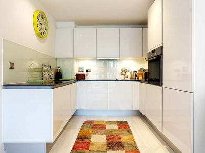 Photo for UP TO 20% OFF - Modern 1 bed, walk to London Bridge, sleeps 4 (Veeve)