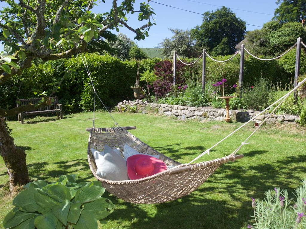Dartmoor country house with large garden hot tub games for Large garden room