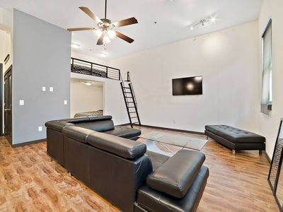 Photo for Apartment in Tampa with Internet, Air conditioning, Parking, Washing machine (1024962)