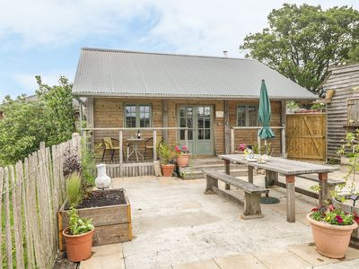 Photo for LITTLE WILLOW, pet friendly in Child Okeford, Ref 1003500