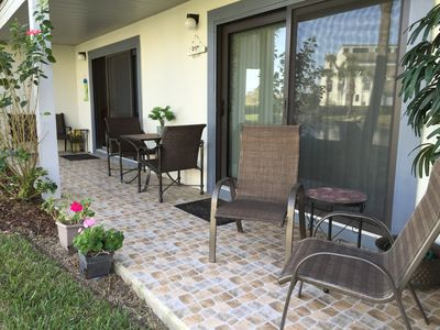 Spacious patio to relax & entertain guests!