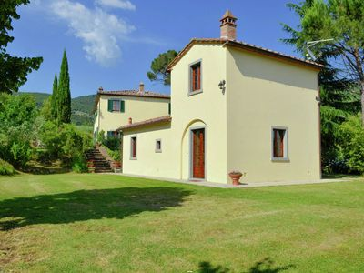 Photo for Villa with private pool, 3 km from Cortona, 3 apartments