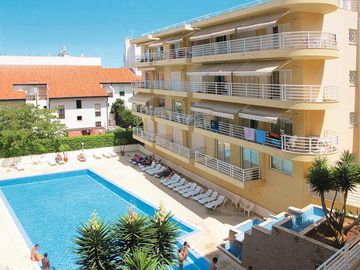 Search 4,976 holiday lettings