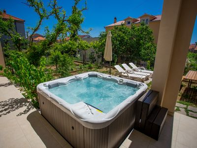 Photo for Apartment with outdoor jacuzzi, Trogir