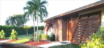 BONITA BEACH VACATION VILLA  - A BIKE RIDE FROM 2 BEAUTIFUL CLEAN BEACHES !