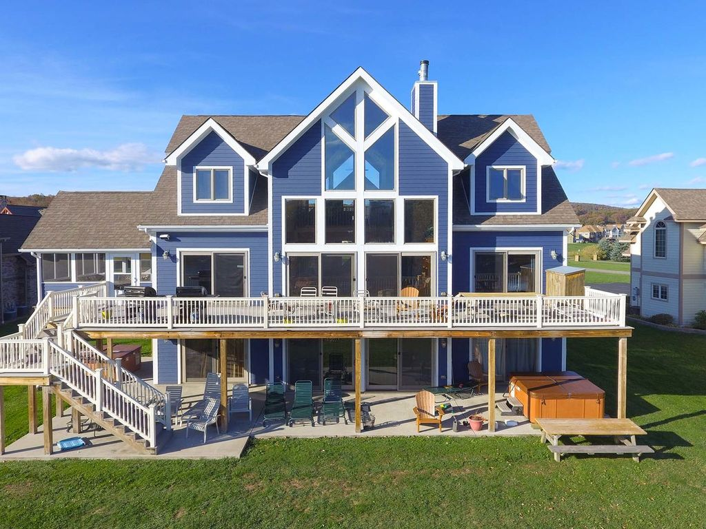 Waterfront Dreams 8 Bedroom Lakefront Golf Area Home With