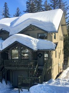 Photo for BEST LOCATION ON THE MOUNTAIN! Thunder Ridge 3 BR Ski in/Out Condo. Sleeps 8.