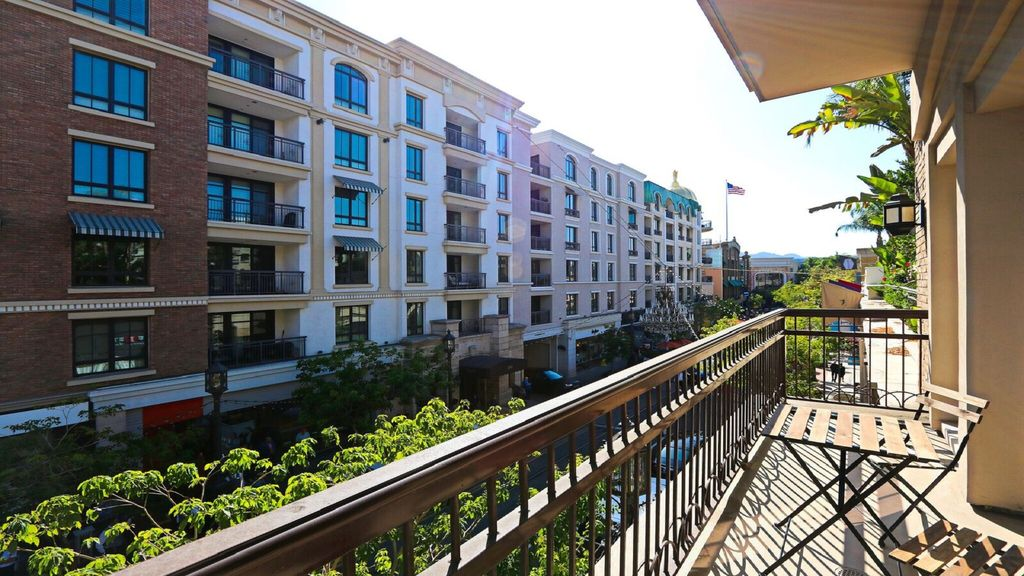 Americana At Brand >> The Americana At Brand Spacious 2 Br 2ba With Patio Leading To