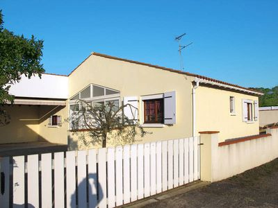 Photo for Vacation home in La Tranche - sur - Mer, Vendee - 5 persons, 3 bedrooms