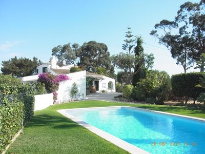 Photo for Detached large villa on vineyard mountain near Carvoeiro, extended garden, pool