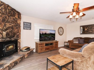 Photo for Carefree Cottage: Walk to the Lake & Marina! Game Room w/ Ping Pong Table! Gas BBQ! Cable & WiFi!