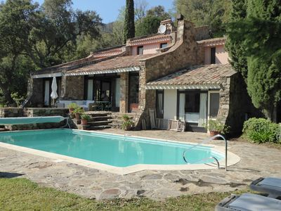 Photo for 15 km from SAINT-TROPEZ, PANORAMIC VIEW, VILLA CACHEE IN THE GREENERY