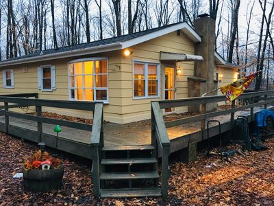 Arrowhead Lake Poconos Cottage, steps from beach & private great room suite