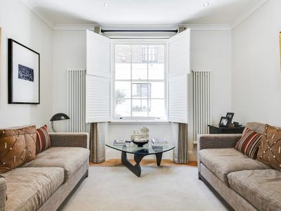 Photo for Chic 3bed apt in Fitzrovia 5 mins to Oxford Circus