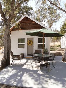 Sweet Mountain Cabin, boast a convenient 19 miles to the Sequoia & Kings Park.