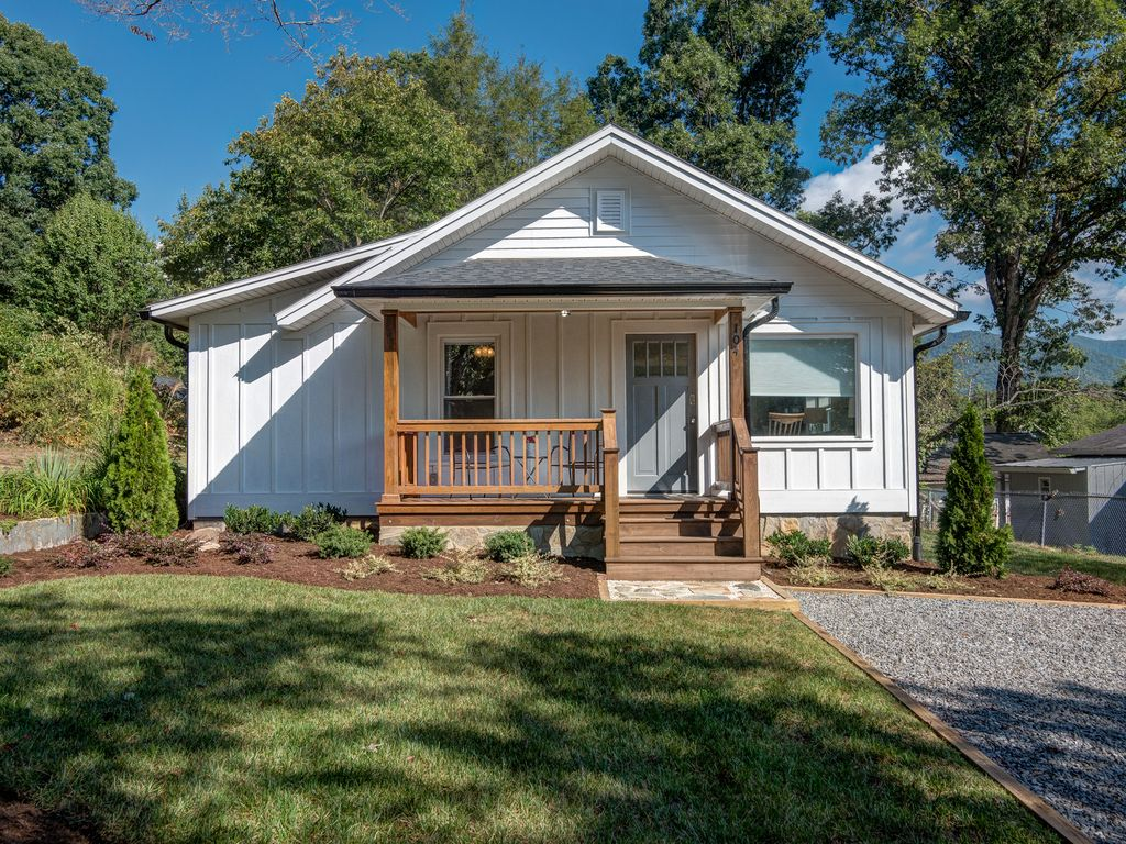 Nice Dogwood Cottage #9: Dogwood Cottage-Walk To Downtown Black Mountain