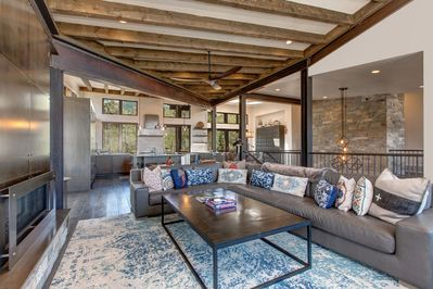 Spacious Great Room with Contemporary Decor