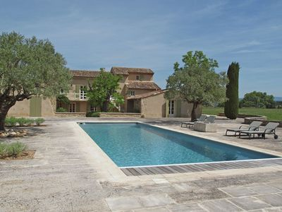 Photo for Luxury air conditioned Mas with private pool, 4 suites and expansive views of the Luberon