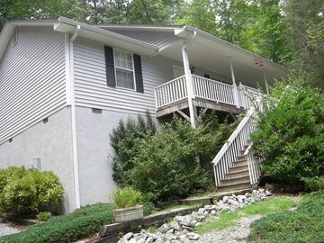 Large Home In Sapphire Valley With 3 Bedrooms, 2 Baths And Amenities