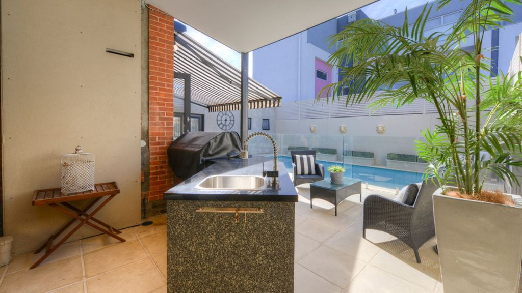 Bay Bliss- Near Jetty Road with pool.