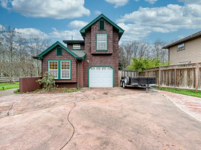 Beautiful & bright, single-family home w/ a patio - walk to a local park!