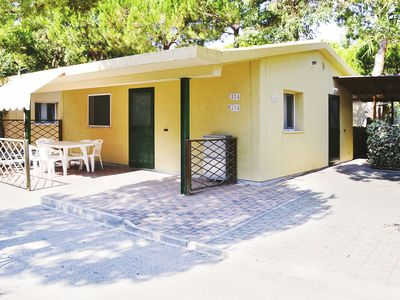 Photo for Small spacious villa with an outdoor veranda, parking and beach service included.