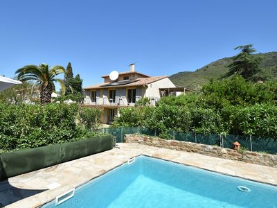 Photo for Child & dog friendly villa with private swimming pool and fenced garden on the river