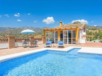 Photo for One bedroom Villa, sleeps 2 in Coria del Río with Pool, Air Con and WiFi