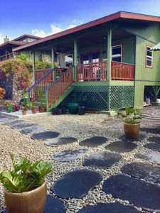 Photo for Adorable Holualoa Cottage with AWESOME OCEAN VIEW! Close to town. Cool elevation