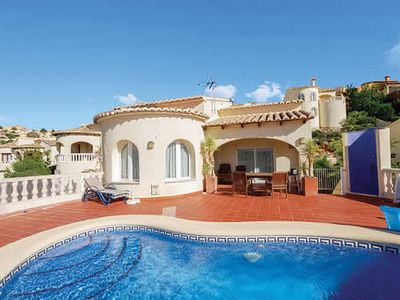 Photo for Hillside villa with beautiful views, a pool and Wi-Fi, close to several towns