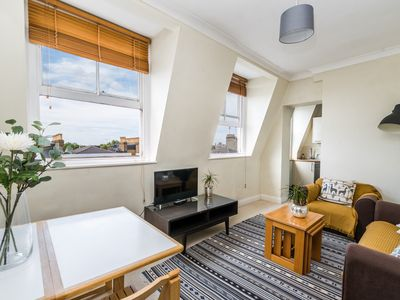Photo for Stylish and Spacious 1 Bed Flat in Notting Hill
