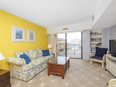 Photo for Budget Friendly 1 Bedroom, 1 Bathroom Condo with Views of Pool and Ocean!