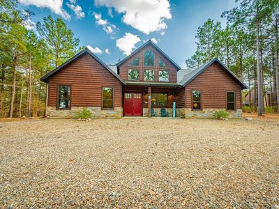Photo for Little White Dove LUXURY 4+ Bedroom Single Story Cabin Walking Distance to Fishi