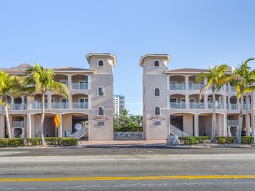 White Cap Beach Condos, Fort Myers Beach, FL, USA