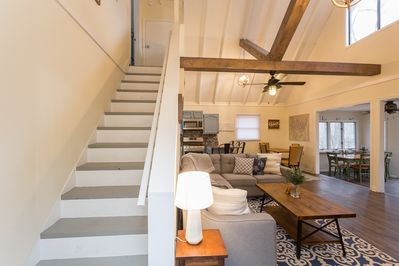 Nautical beams with open space for relaxing and entertaining.