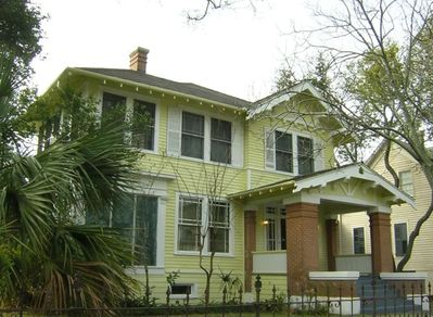 Historic Home in East End Historic District. On Broadway. Nice Area !!