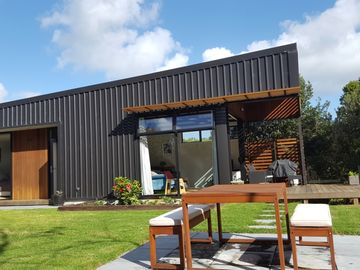Kauri Tree Retreat. Close to beach, surf, coffee