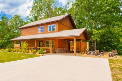 Large cabin with room for multiple families!