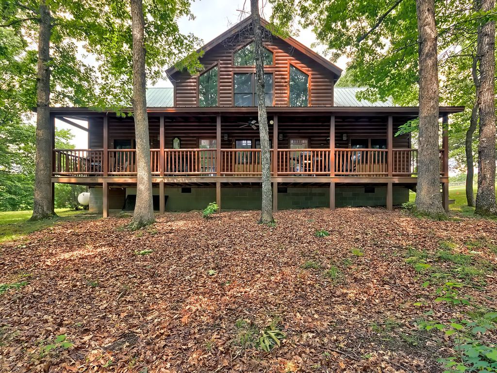 Cozy spacious 4 bedroom cabin located 2 miles from fall for 10 bedroom cabins in tennessee