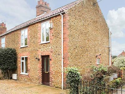 Photo for DRIFTWOOD COTTAGE, family friendly in Heacham, Ref 934102