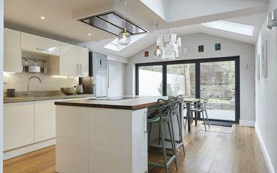 Photo for Lovely 3 bed house minutes from Kew, perfect for families (Veeve)