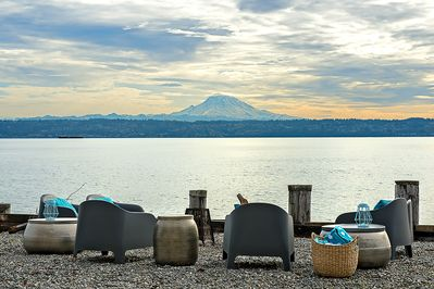 With Mount Rainier as your backdrop make s'mores just steps from the house