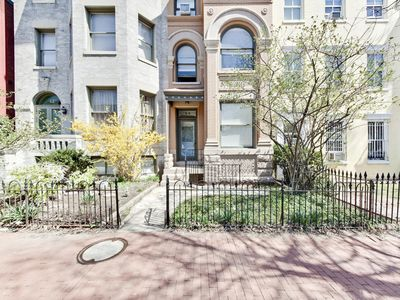Photo for (2) Steps from the Capitol and Monuments - Historic Brownstone WALK EVERYWHERE